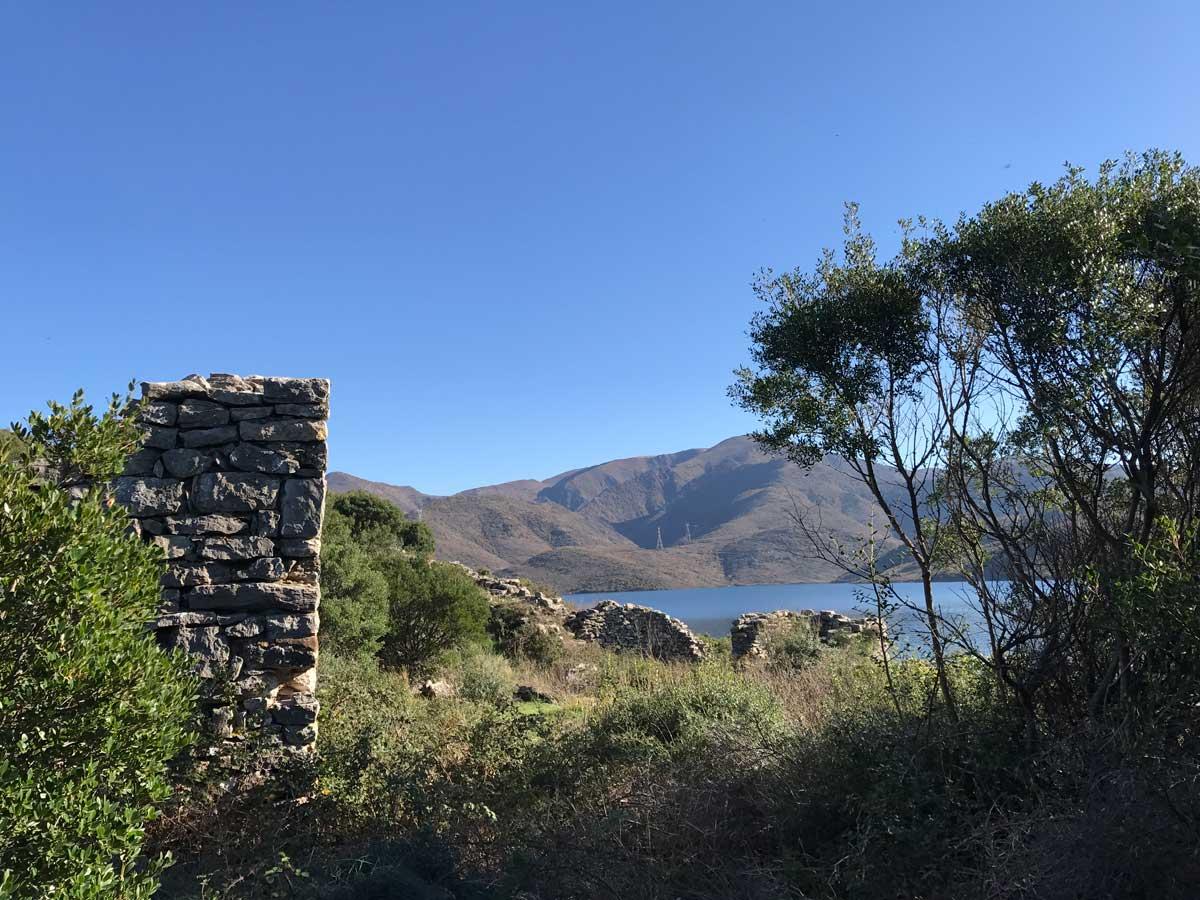 Alles uralt. Die Reste der illyrischen Siedlung Sarda...