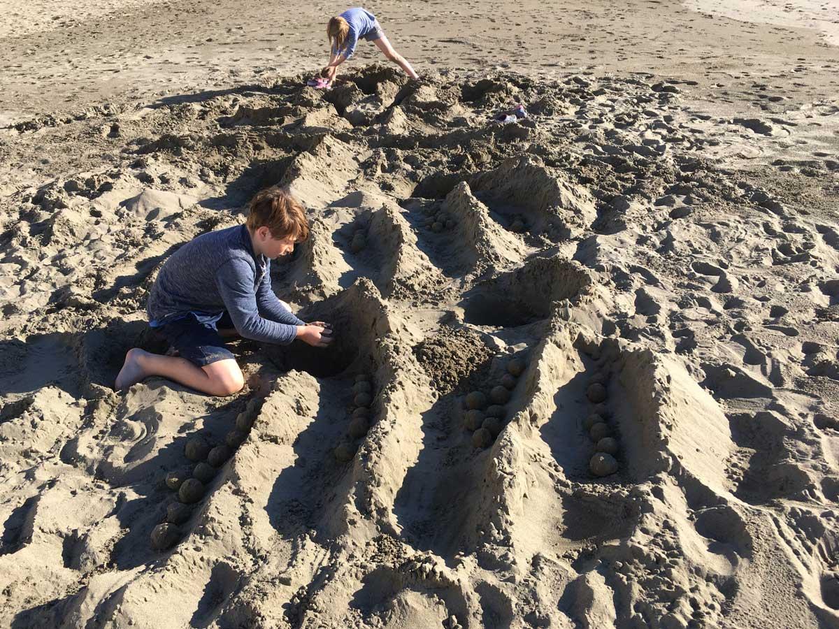 Die Kinder konnten wir nur schwer wieder aus dem Strand- und Sandparadies Ulcinj entführen. Wenn es nach ihnen gegangen wäre, wären wir wohl jetzt noch dort.