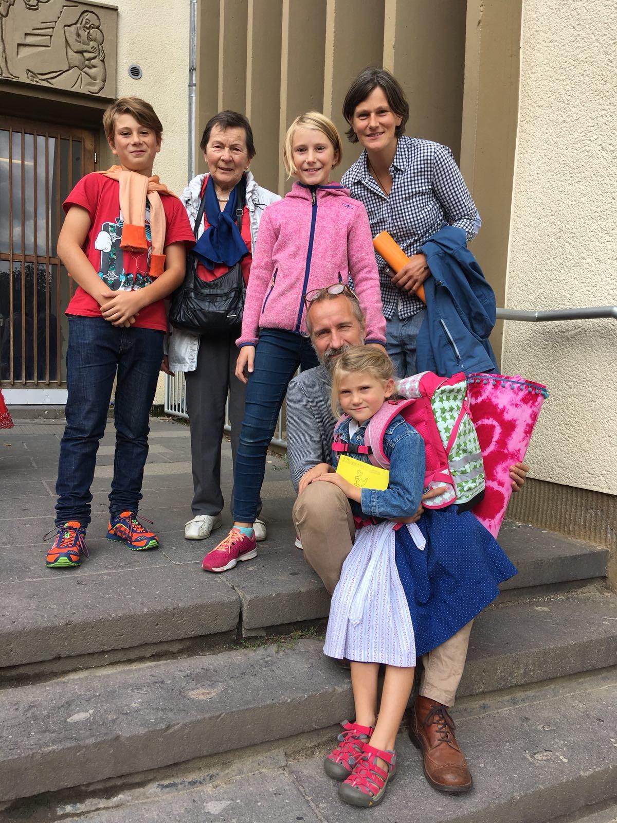 Einschulung. Einen Tag nach unserer Heimkehr. Nach einem Jahr unterwegs plötzlich mit Schultüte und Ranzen in die erste Klasse. Das war aufregend – für alle.