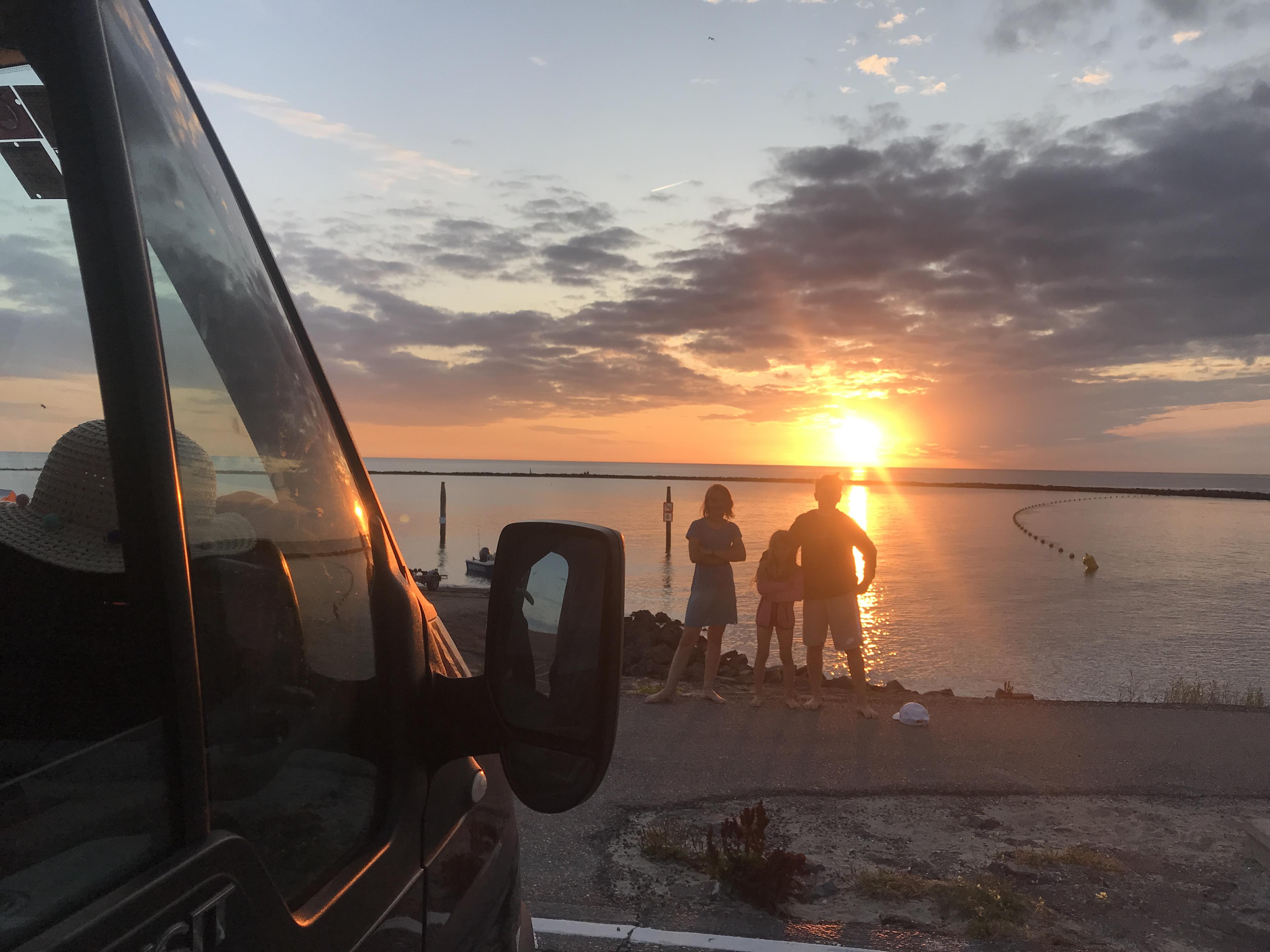 Sommerferien 2019. Sonnenuntergang mit Bus!